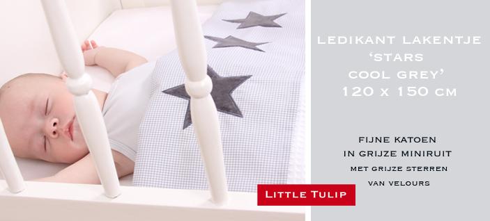 Ledikant Laken - Stars Cool Grey voor stoere meiden en jongens is dit lakentje een absolute hit. Mooie grijze mini ruit met 3 sterren van fluweel.