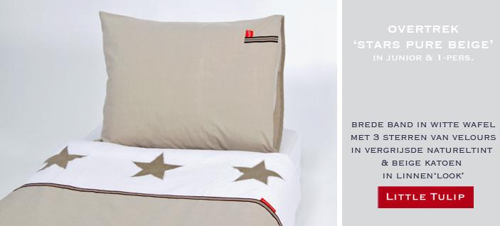 Stars Pure Beige beddengoed voor kinderen Mooi overtrek van zachte kwaliteit katoen in beige linnenlook & witte wafel. De 3 applikaties van sterren van velours in naturel beige zorgen voor een mooi accent