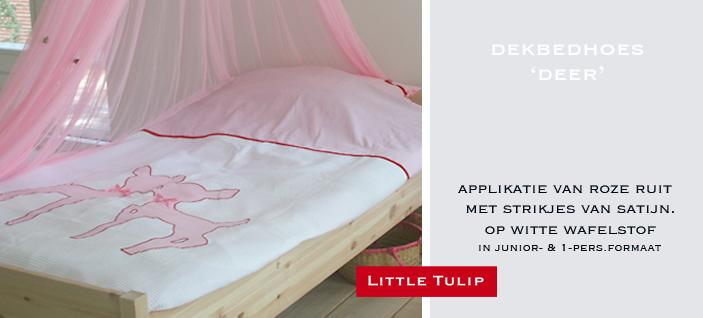 beddengoed van katoen voor kinderen Mooi kwaliteits overtrek van fijne witte wafelkatoen gecombineerd met zachte roze ruit. De applikatie van de hertjes in roze ruit hebben strikjes van glanzend satijnlint.
